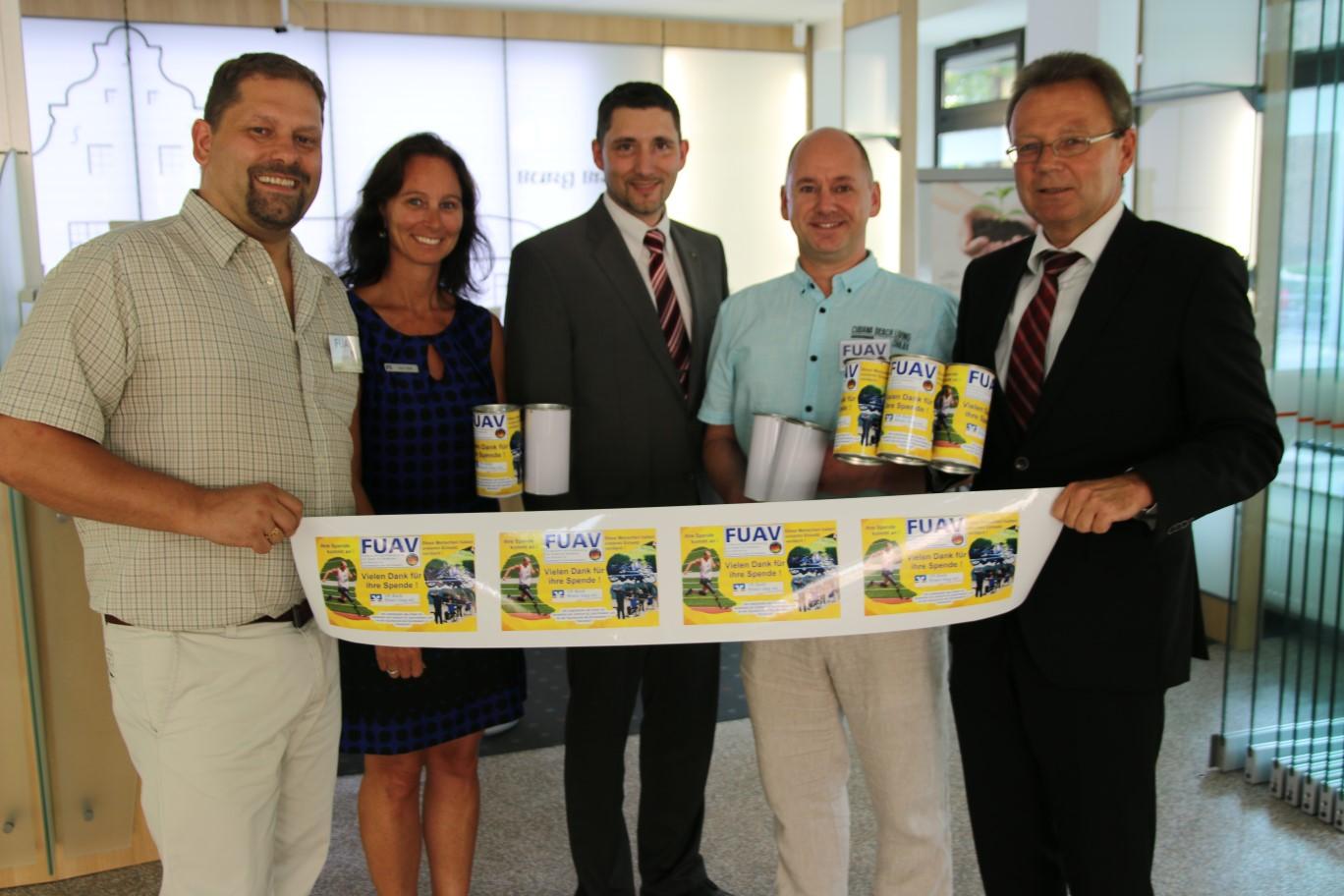 FUAV Spendenaktion – Die VR-Bank Rhein-Sieg stellt 30 Spendendosen zur Verfügung –