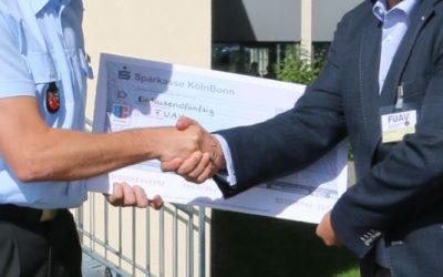 Eine Chronik für den guten Zweck – KdoITBw übergibt Spendenscheck in Höhe von 1.050 €