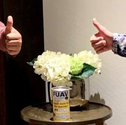 Danke – Schirmherrin übergibt Spendendose und leert für uns das Münzgeldglas